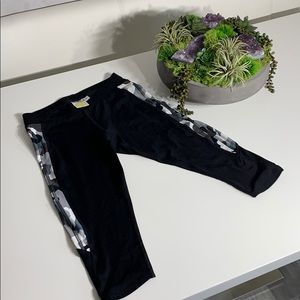 Soul cycle cropped legging Camo side pants
